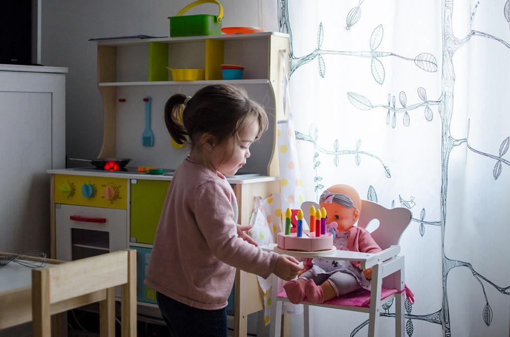juego simbolico imitativo muñeca niño juguetes educativos niña