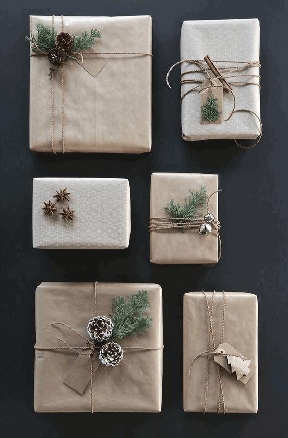 envolver regalos con elementos naturales y papel kraft