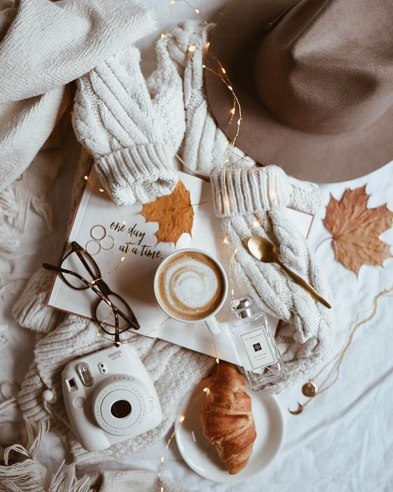 flatlay tips and inspiration - autumn