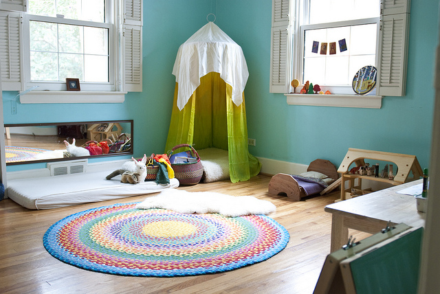 kids-reading-nook-in-a-canopy-in-the-corner-Sew-Liberated