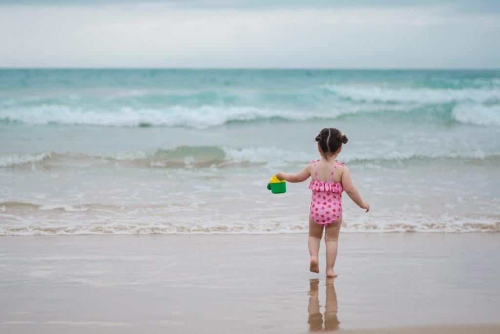Beneficios que jugar con arena y agua aporta a los niños